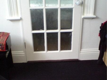 Location image of the air leaks around the external door perimeter