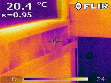 Thermal image of air leaks